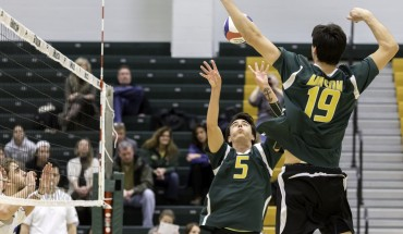 Mason men's volleyball defeated Harvard 3-0 sets on Friday night at the RAC (photo by Maurice Jones).