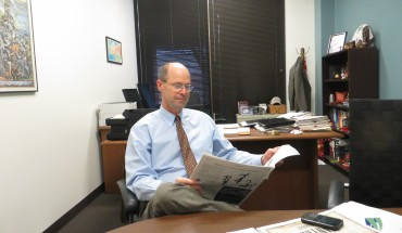 MEC's Executive Director Keith Segerson reads Mason's official student newspaper (photo by Vernon Miles)