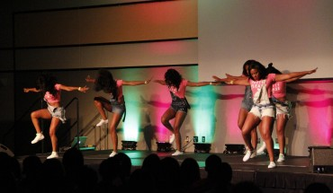 The Alpha Kappa Alpha Sorority performs at the Step Expo for Welcome Week