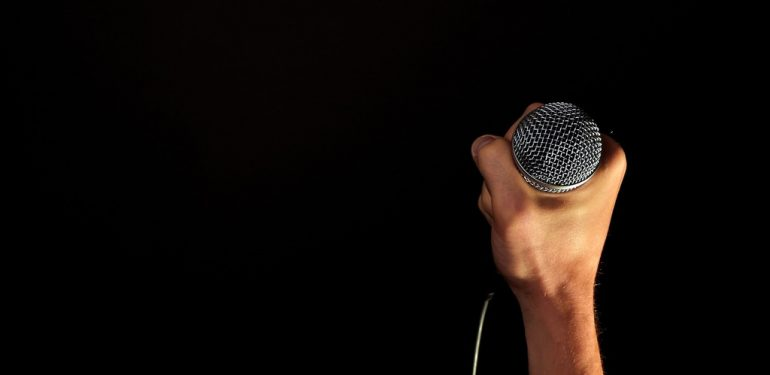 hand-microphone-mic-hold