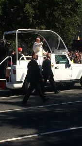 Pope Francis waves to crowd in D.C. (Courtesy of Christy Pennington)