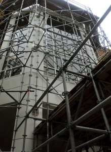 Metal scaffolding at an entrance to the Johnson Center will be taken down in upcoming weeks as roof replacement is completed. (Sarah Kladler/Fourth Estate)