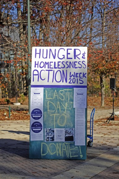 Hunger and Homelessness Action Week took place from Nov. 15-20 at Mason and other colleges nationwide. Events included a week-long food drive held in North Plaza. (Claire Cecil/Fourth Estate)