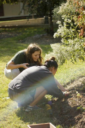 Professor Sophie Johnson works one-on-one with Meri Isham in Mason LIFE's butterfly garden. (Claire Cecil/Fourth Estate)